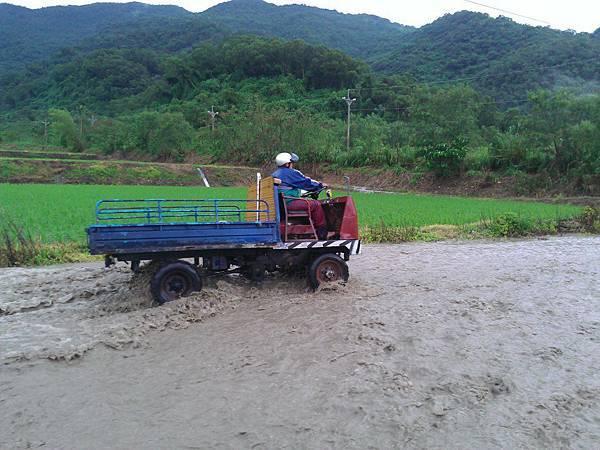 BC175  2012-8-24 天秤颱風 正登陸中006