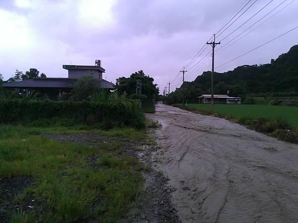 BC175  2012-8-24 天秤颱風 正登陸中007