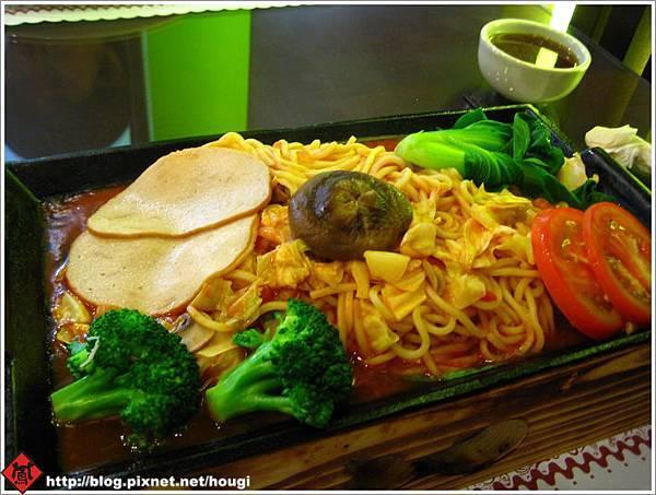 植善的泰式料理---茄汁磨菇鐵板麵