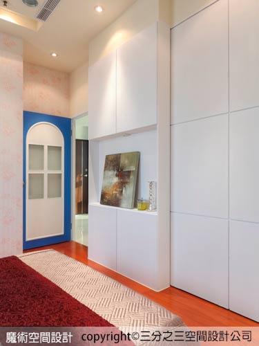 11三分之三黃郁隆設計師用北歐簡樸的花紋壁紙和荷蘭紗等素材精巧配置出宜人的居家空間。