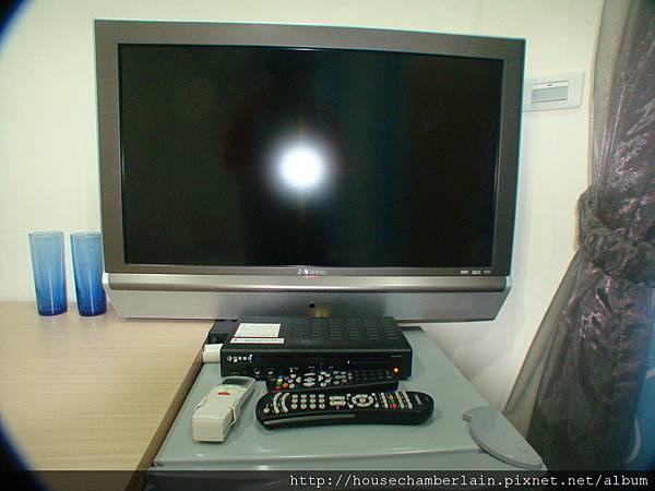 壁掛液晶電視+MOD