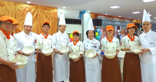 安心麵包最放心!城市科大邀五星師傅親教烘焙學生做創意酵母麵包(新聞分享)