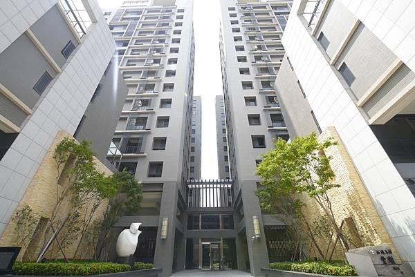 薛哥 次頂14樓 無限棟距雙車位950萬_1.jpg