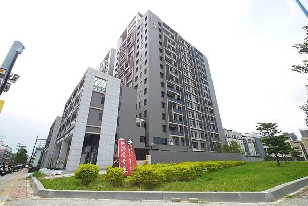 薛哥 次頂14樓 無限棟距雙車位950萬_3.jpg
