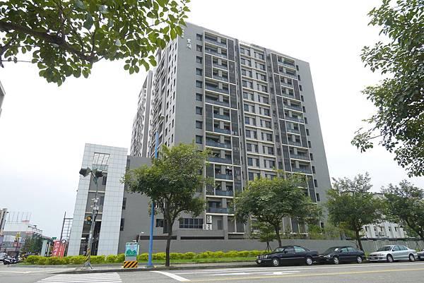 薛哥 次頂14樓 無限棟距雙車位950萬_4.jpg