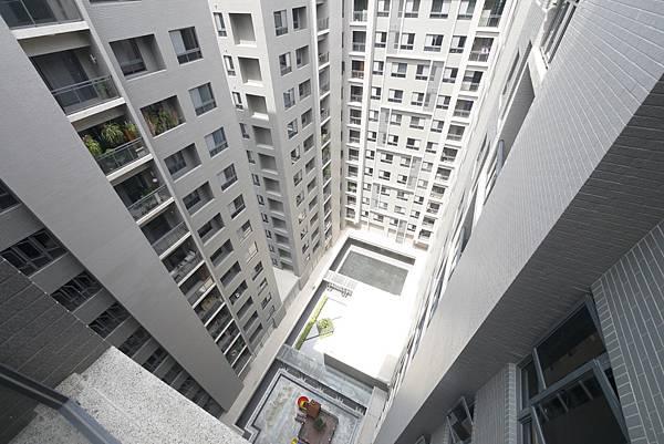 薛哥 次頂14樓 無限棟距雙車位950萬_7.jpg
