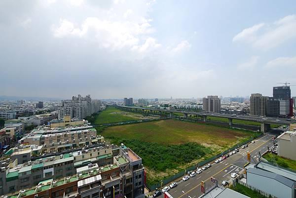 薛哥 次頂14樓 無限棟距雙車位950萬_20.jpg