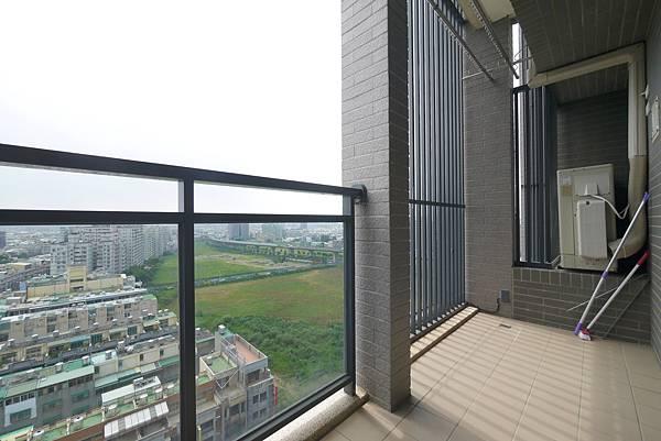 薛哥 次頂14樓 無限棟距雙車位950萬_18.jpg