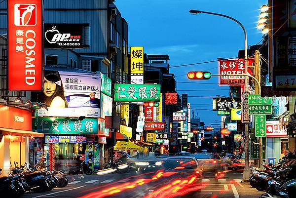 竹南街景-博愛+光復路夜景.JPG
