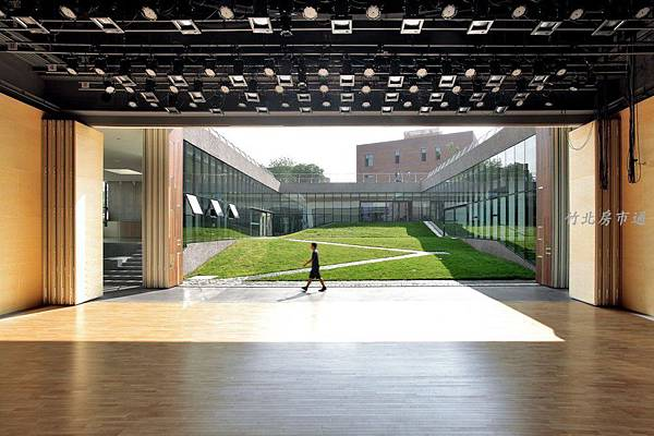 5063c0f628ba0d0807000212_gehua-youth-and-cultural-center-open-architecture_06-1000x666.jpg