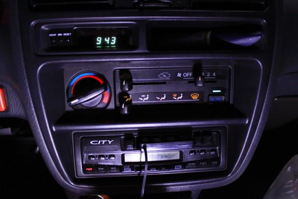音響主機與冷氣面板