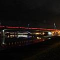 夜晚的基隆河畔