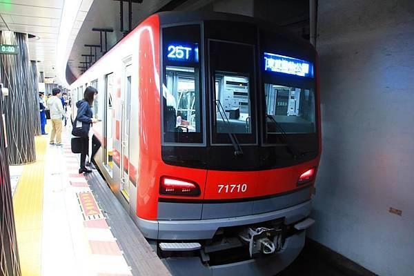 從上野搭乘日比谷線出發