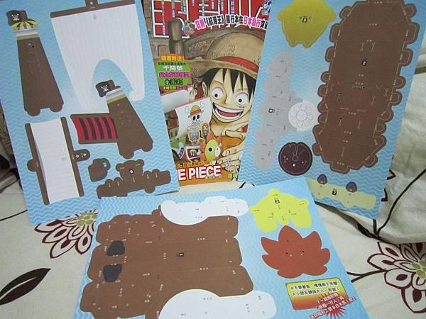 寶島少年第25期與贈品合照(三張紙模型-背面)