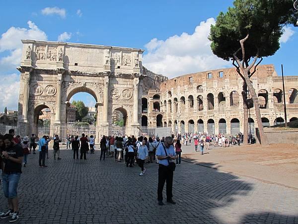 凱旋門和羅馬競技場。