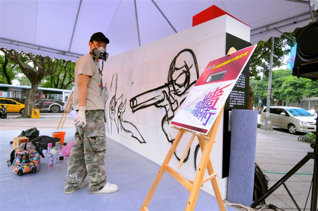 981114這牆很藝術之24小時塗鴉接力馬拉松105.jpg