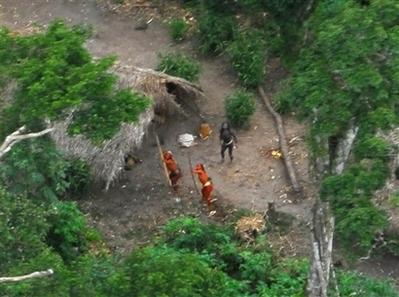 亞馬遜森林裏從未與外界接觸的印地安人部落