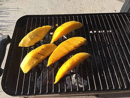 Jamaican_Jerk_Grilled_Mango.jpg