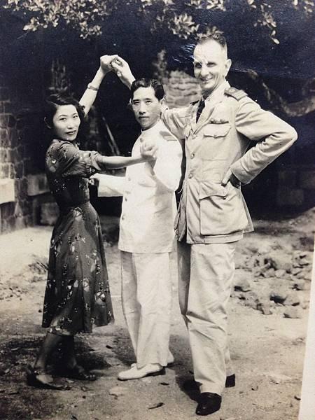父親跟好友 海軍中山堂主任 大鼻子劉源桃