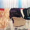 會場也展出母親自己做的衣服
