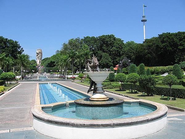 1024px-Fountain_Gardens,_Sentosa,_Aug_06.jpg
