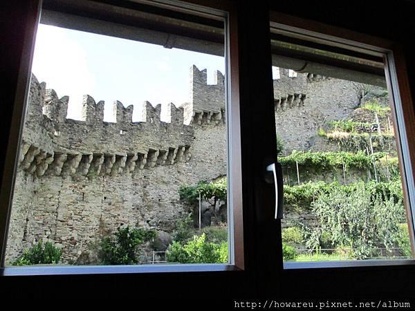 窗外城堡風景