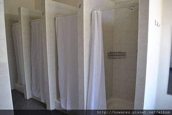 公共女生浴室