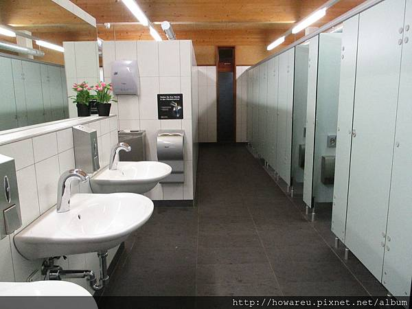 露營區女生廁所