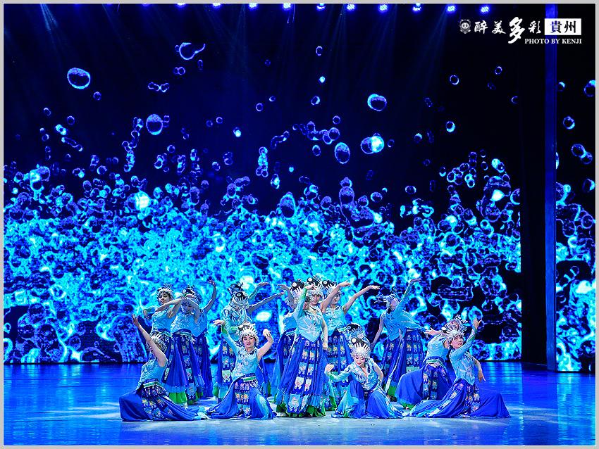 多彩貴州風歌舞秀-14.jpg