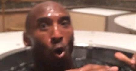 Kobe被潑水.jpg