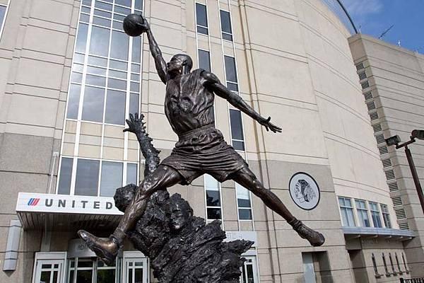 AJ9喬丹雕像
