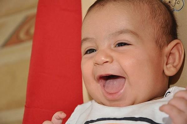 """(交友聯誼須知) 如何卸除對方心防?──有""""笑"""",才有效! baby-69137_640 研究:陌生人在一同歡笑後,會對彼此產生好感,感覺更親近! 所以參加交友聯誼活動,記得準備幾個「搞笑用點子」。"""