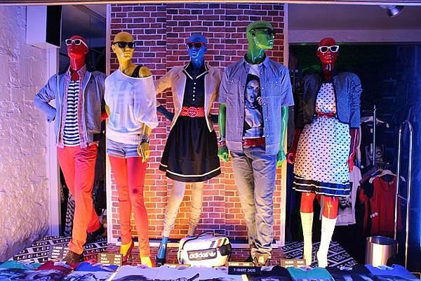 (交友聯誼須知) 你穿對顏色了嗎? 認識你的「皮膚色彩屬性」! window-213496_640衣服穿搭選擇與自身「皮膚色彩屬性」相貼切的顏色,能讓你氣質出眾,吸引交友聯誼對象的目光!