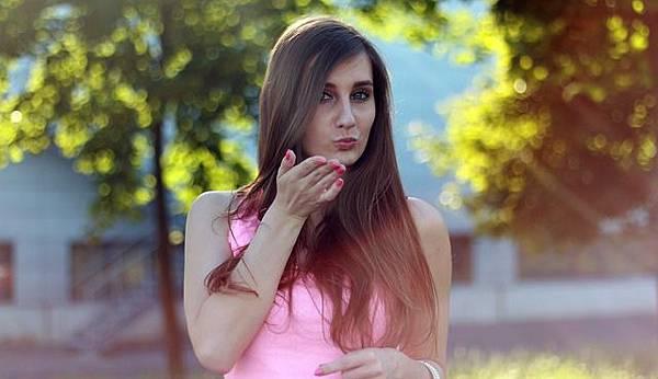 woman-368736_640