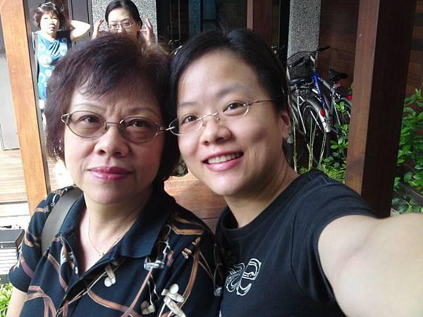 070_媽媽和我.JPG