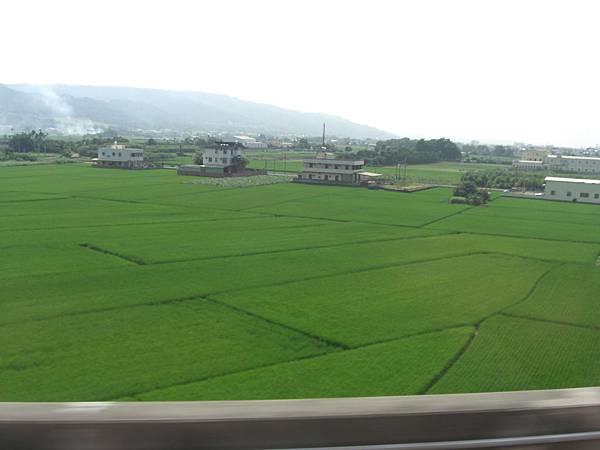 田園風光 拍攝自行進中的高鐵車上