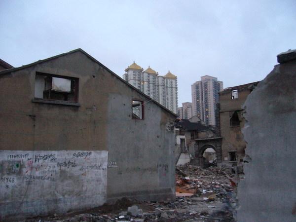 上海舊城的景色--繁榮與破敗並存