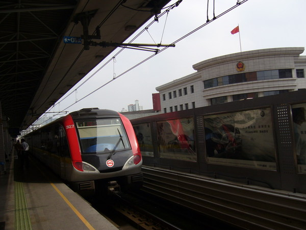 搭上海地鐵囉