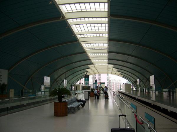 磁浮線龍陽路站