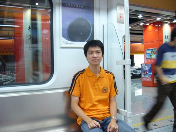 廣州地鐵的車廂裡面