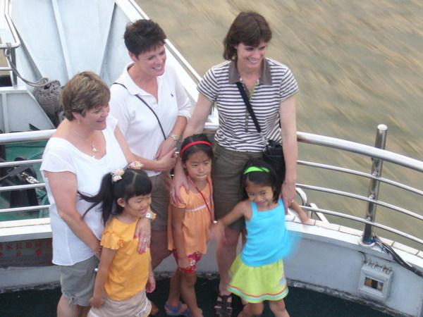 聽說這三個洋媽媽,各領養了了一位中國女孩