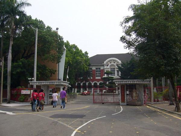 台南女中校門口