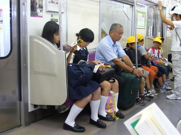 從上野去成田的普通電車上