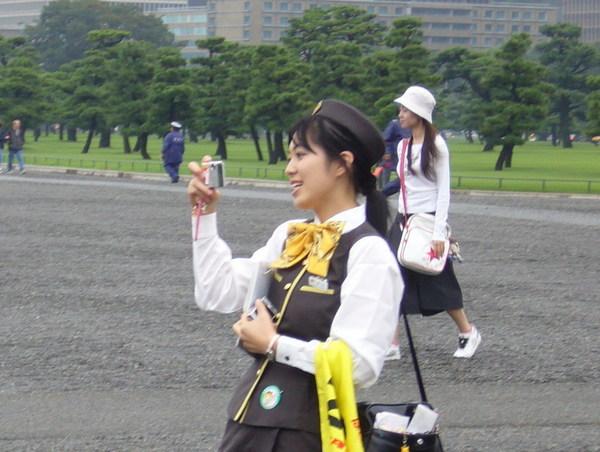 日本的導遊都穿制服