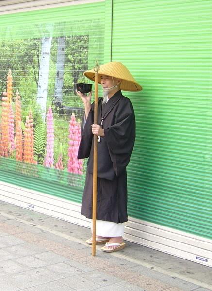 上野驛前的和尚