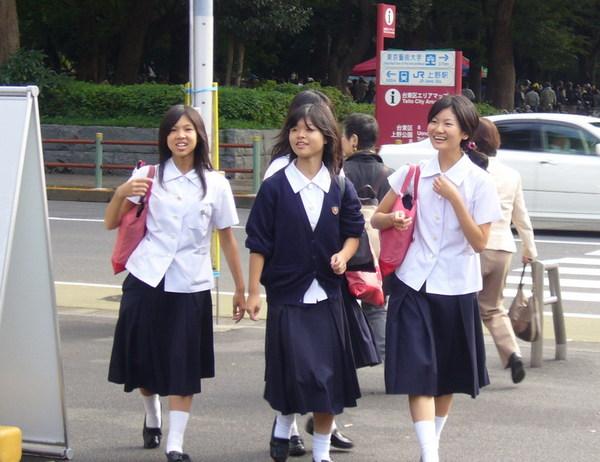 東博前的女學生