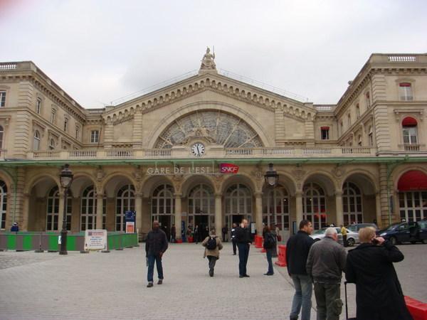 巴黎東站前
