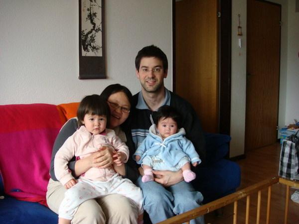 世宜,Christophe跟他們兩個小寶寶