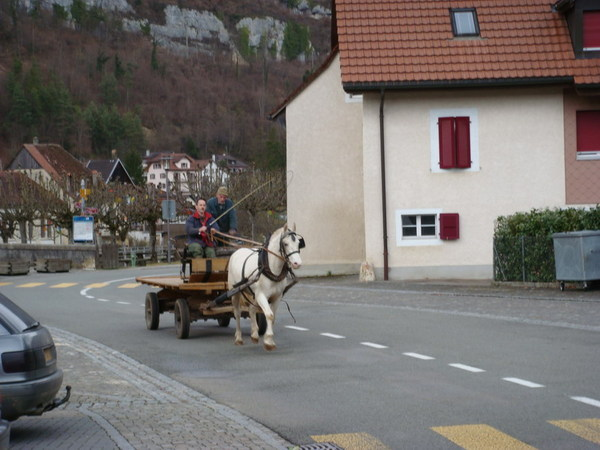 去Saint Ursanne路上看到的馬車