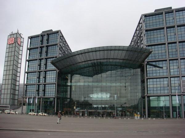 到了柏林中央車站